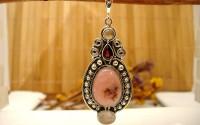 Pendentif en argent et Opale rose.