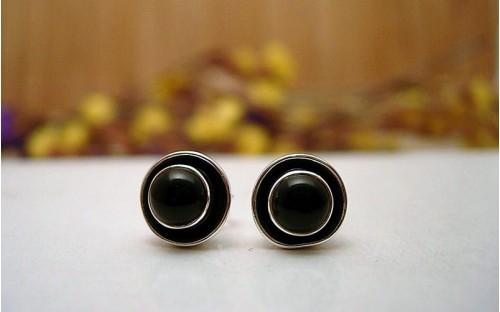 Clous d'oreilles argent et Onyx noire.