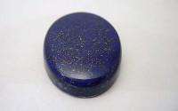 Pierre polie Lapis lazuli en cabochon.