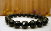 Bracelet en pierre tourmaline noire.