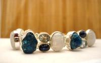Bracelet argent et pierres semi-précieuses.