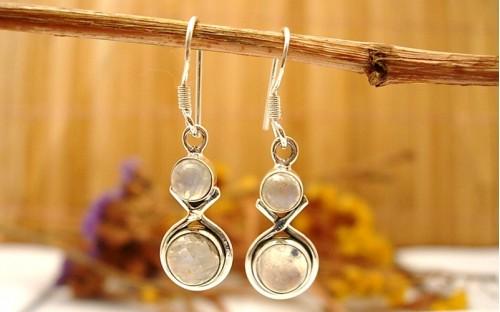 boucles d 39 oreilles indiennes en argent avec belle pierre de lune. Black Bedroom Furniture Sets. Home Design Ideas